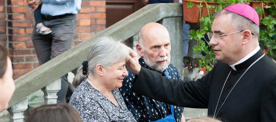 Bp Robert Chrząszcz odwiedza Oazę Rodzin