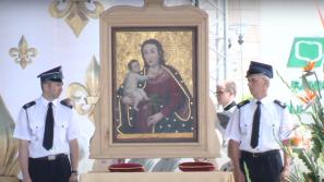Kardynał Stanisław Dziwisz koronował cudowny obraz Matki Bożej w Daleszycach