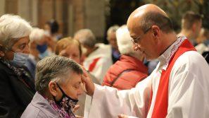 Abp Marek Jędraszewski do chorych: Przyjmijcie miłość płynącą z krzyża i niech ona was wewnętrznie przemienia