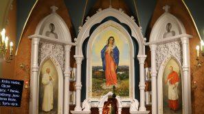 Poświęcenie ołtarza w parafii w Borzęcie