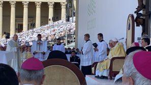 Papież Franciszek w Budapeszcie: Drodzy bracia i siostry, pozwólmy, aby spotkanie z Jezusem w Eucharystii nas przemieniało, jak przemieniało wielkich i odważnych świętych